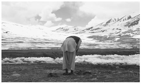 A muslim bows his head in prayer on the snow-capped mountain border of Pakistan, China, and Afghanistan. Both the Sunnis and the Shiites recognize the authority of the Koran and respect the five pillars of Islam.