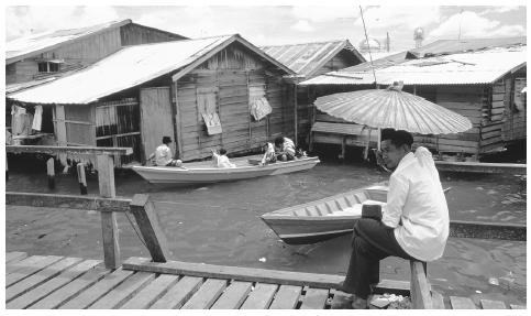 Houses in the settlement are accessed by boats which travel on the waterways and canals within the community.