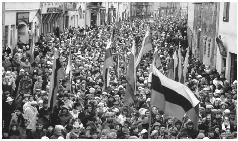 A group of Lithuanians demonstrate for independence from the Soviet Union in 1989.