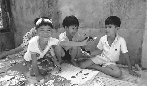 Philippine children playing on Guimaras Island. Young children typically live with grandparents or aunts for extended periods.