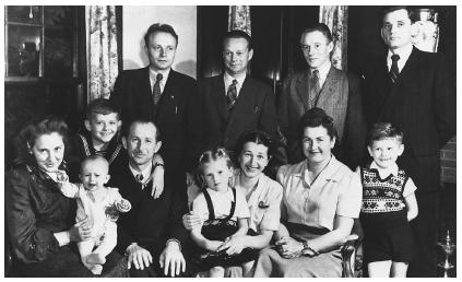 Lithuanian Americans History Significant Immigration Waves Settlement Patterns